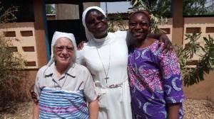 De gauche à droite : Soeur Christiane qui part en mission au Burkina, Soeur Marie Reine qui travaille à la pédiatrie et Soeur Catherine Marie qui va remplacer Soeur Christiane à Korbongou. (Photo D. R.)