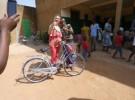 Des collégiens de Mayenne offrent des vélos aux enfants de Dapaong